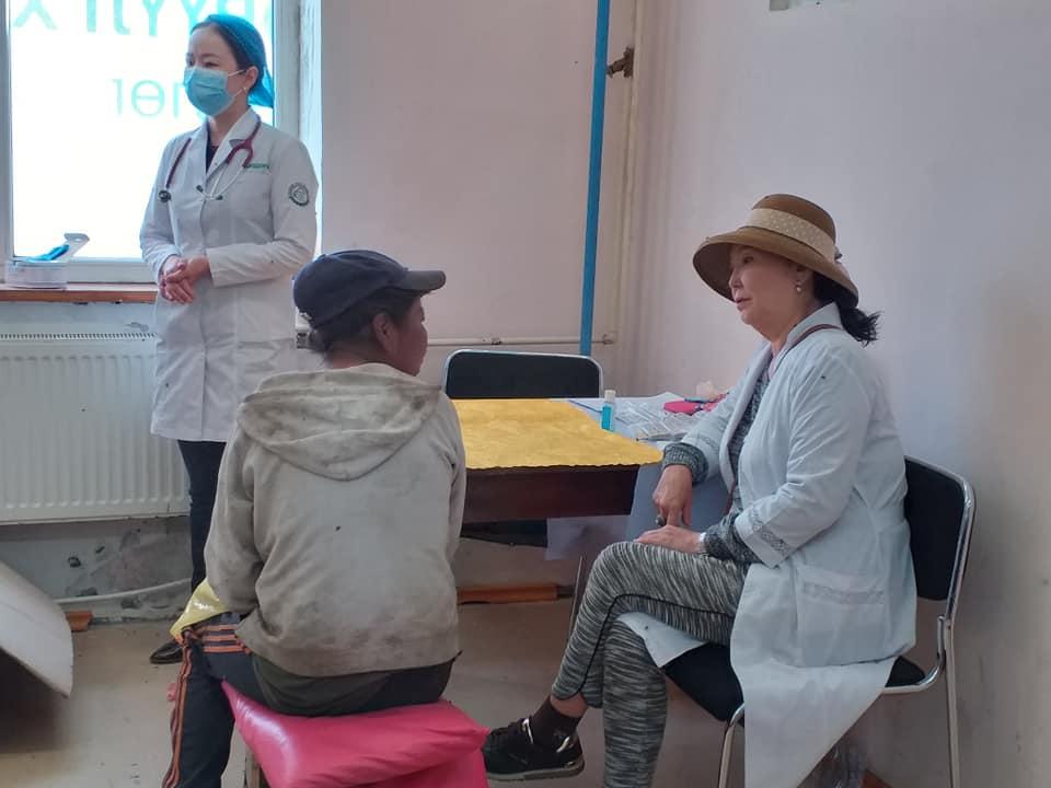 9-17 Хүрээ амаржих газрынхан Улаанчулуутын хогийн цэгт ажиллаж, иргэдэд эрүүл мэндийн үйлчилгээ үзүүллээ