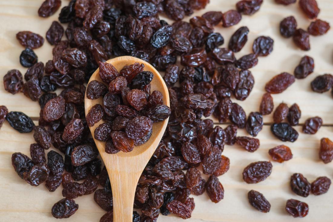 raisins-on-a-wooden-spoon Биеэс давс гадагшлуулах арга