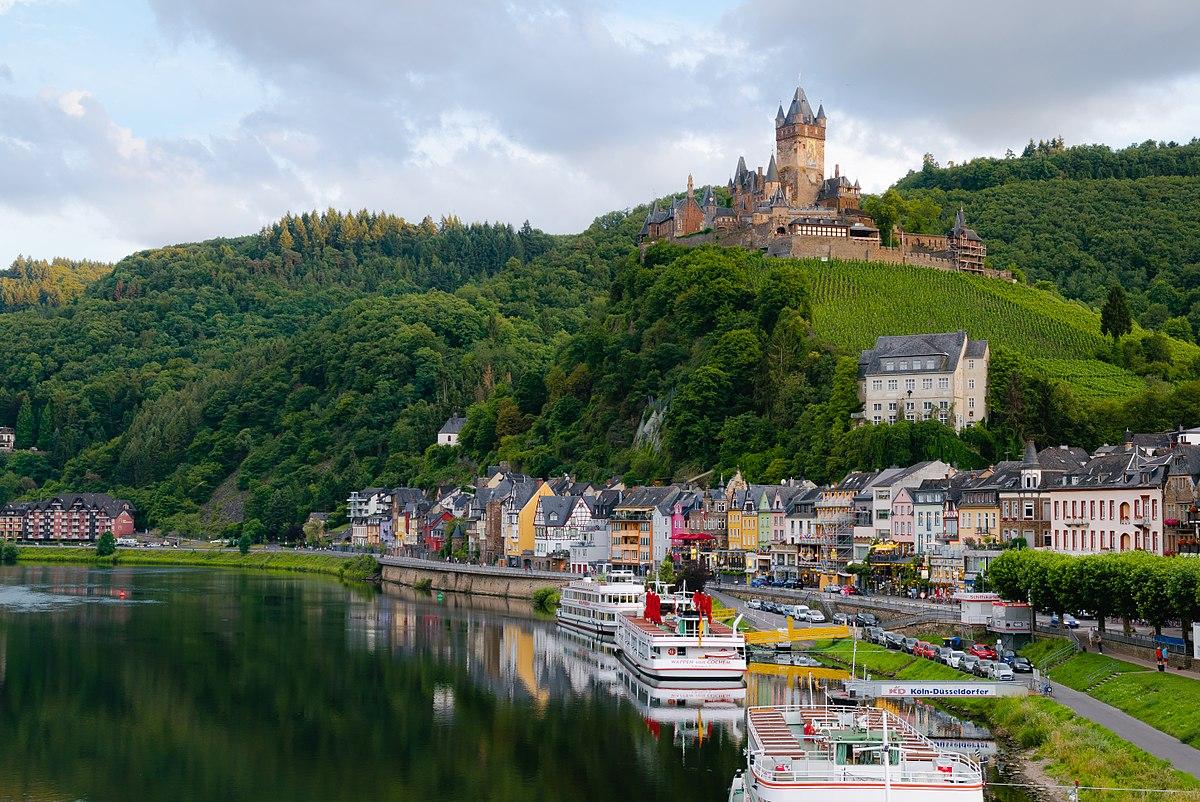 1200px-Cochem_and_Reichsburg Үхэхээсээ өмнө үзэх ёстой дэлхийн хамгийн гайхалтай 21 цайз, шилтгээн