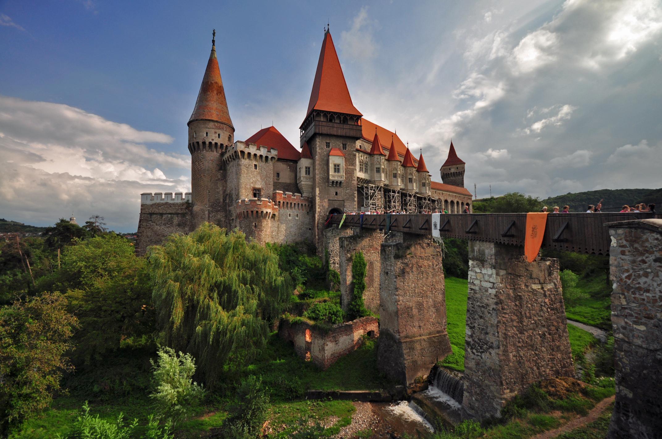 Hunedoara_castle Үхэхээсээ өмнө үзэх ёстой дэлхийн хамгийн гайхалтай 21 цайз, шилтгээн