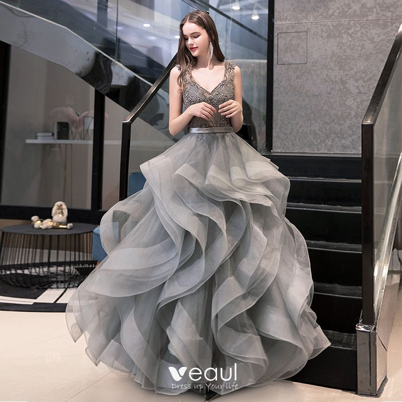 luxury-gorgeous-grey-prom-dresses-2020-ball-gown-v-neck-sleeveless-sash-beading-floor-length-long-cascading-ruffles-backless-formal-dresses-800x800 Хулгана жилийг ямар даашинзтай угтах вэ?